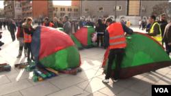 Opozita vendosi tendat përballë qeverisë së Kosovës