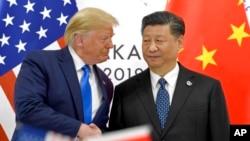 美中兩國領導人特朗普(左)與席近平(右)。6月大阪G20見面時握手資料照。