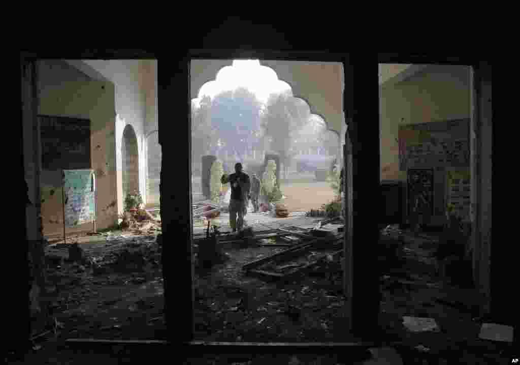 پشاور کے آرمی پبلک اسکول پر دہشت گردوں کے حملے میں 132 بچوں سمیت 148 افراد ہلاک ہو گئے تھے۔