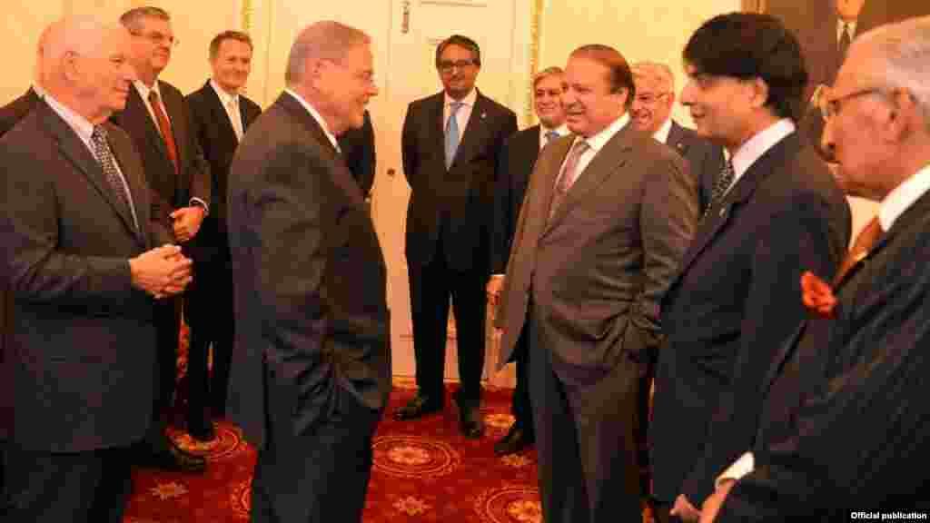 پاکستانی وفد کے ارکان میں وزرا خواجہ آصف، اسحاق ڈار اور چودھری نثار بھی شامل ہیں۔
