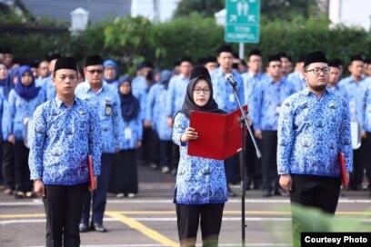 ASN mengikuti upacara bendera. (Foto: Humas PANRB)