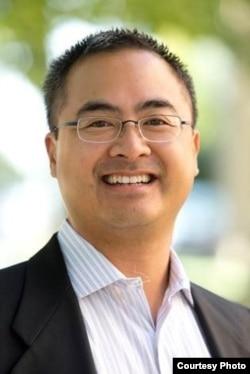 Giáo sư Duy Nguyen