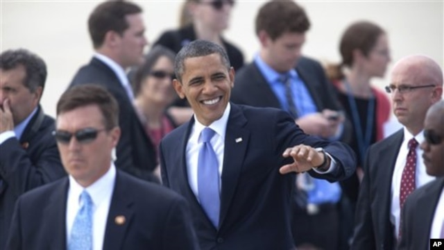 President Barak Obama greets supporters on the tarmac of the Grand Rapids, Mich. airport, Thursday, Aug. 11, 2011, on his way to Holland, Mich. (AP Photo/Adam Bird)