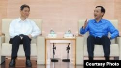 国台办主任张志军和新北市长朱立伦进行会晤(陆委会提供)