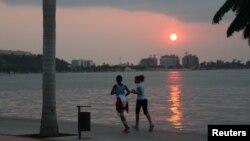 Pôr-do-sol na Marginal de Luanda