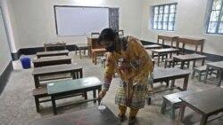 বাংলাদেশে একটি স্কুলের ক্লাসরুম পরিষ্কার করা হচ্ছে। ছবি-জয়ীতা রায়