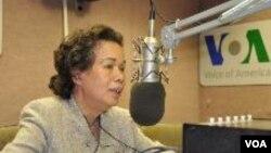 Thụy Khuê trả lời phỏng vấn đài VOA