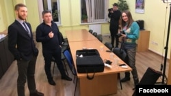 Fikrət Hüseynli və vəkili Dmitro Mazurok (Foto Fikrət Hüseynlinin səhifəsindən götürülüb)