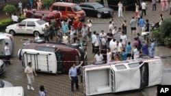 深圳抗议人士掀翻了数辆日本牌子的汽车