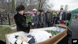 Sergey Magnitskiy korrupsiyani fosh etgani uchun soxta ayblov bilan hibsga olinib, qamoqda o'lgan. 2009-yil, 20-noyabrida Moskvada ko'milgan.