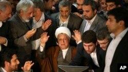 이란의 아크바르 하셰미 라프산자니 전 대통령이 지난 대통령 선거 출마를 선언하고 있다. 하지만 이란 내무부는 21일 라프산자니 대통령을 후보에서 제외했다.
