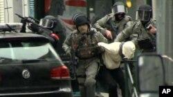 Arrestation de Salah Abdeslam à Molenbeek, en Belgique le 18 mars 2016.