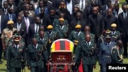 Umurambo wa nyakwigendera Robert Mugabe winjizwa muri stade ya Harare aho yaherekejwe mu cyubahiro