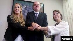Las esposas de los presos políticos venezolanos Leopoldo López (Lilian Tintori) y Antonio Ledezma (Mitzi de Ledezma) se reúnen con el presidente del senado chileno, Patricio Walker, en Valparaiso, Chile.