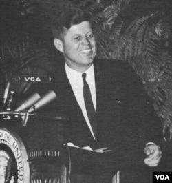 Президент Джон Кеннеді в редакції «Голосу Америки» в 1962 році.