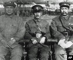 蒋(中)冯(左)阎中原大战前合影