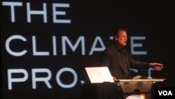 Mantan Wapres AS dan pemenang Hadiah Nobel Perdamaian 2007 menyampaikan pidatonya dalam KTT Asia-Pasifik untuk The Climate Project di Jakarta, Minggu, 9 Januari 2010.