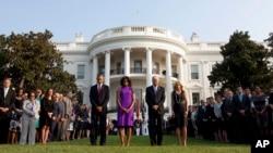 奧巴馬總統夫婦和副總統拜登夫婦在美國東部時間8點46分默哀,那是12年前9月11日第一架被劫持的民航客機撞擊世貿中心的時刻。