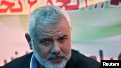 Ismaïl Haniyeh, leader du Hamas, lors de sa visite aux prisonniers en grève de la faim à Gaza, le 8 mai 2017.