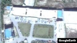 지난달 5일 촬영한 개성공단의 한 기업 주차장. 수십 여대의 차량이 남아 있다.