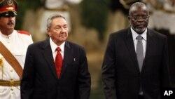 Malam Bacai Sanhá, com Raul Castro, em Havana, em Agosto de 2010