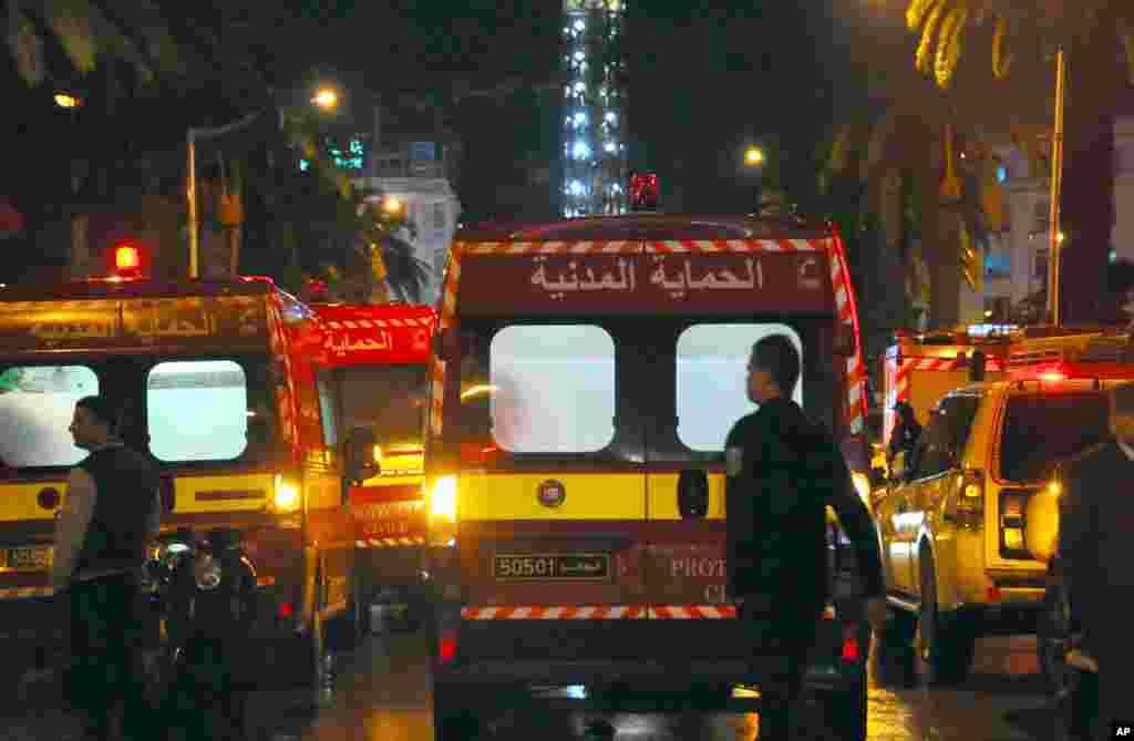 تیونس کے صدر محمد الباجی قائد السبسی نے ملک میں 30 روز کے لیے ہنگامی حالت نافذ کرنے کا اعلان کیا۔