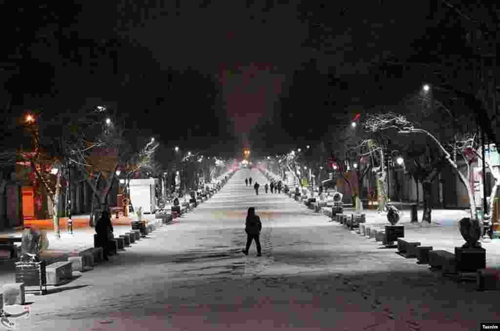 بارش برف در همدان عکس: عبدالرحمن رافتی
