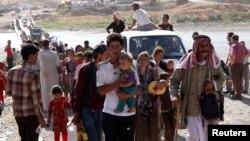 Ribuan etnis minoritas Yazidi terlantar tanpa cukup makanan di Gunung Sinjar, Irak barat laut (foto: dok).