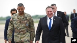 美國國務卿蓬佩奧於6月13日星期三抵達平澤烏山空軍基地,與美國駐韓美軍司令文森特·布魯克斯將軍會面。