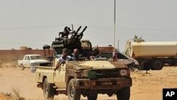 Wasu daga cikin dakarun da ke adawa da Gaddafi a kusa da Sirte