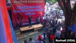 Massa pendukung Imam-Fadli dalam Pilkada Kota Yogya menggelar aksi di Posko mereka di Yogyakarta (Foto: VOA/Nurhadi)