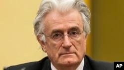 Radovan Karadzic menghadapu dakwaan atas pembunuhan ribuan Muslim di Srebrenica, Bosnia tahun 1995 (foto: dok).