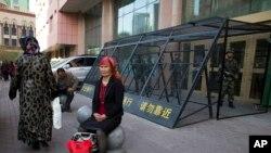 Sincanın inzibati mərkəzi olan və videokameralarla əhatələnmiş Urumçi şəhəri Çin hökumətinin tam nəzarəti altındadır.