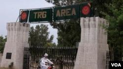 Sarana militer di kota Mardan, Pakistan barat laut.