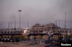 Lapangan minyak al-Zubair dekat Basra, Irak, 15 Juli 2018.