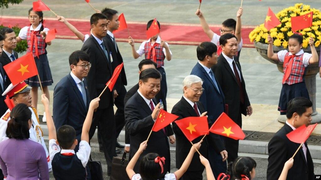 Ông Tập Cận Bình trong chuyến thăm Việt Nam cuối năm ngoái.