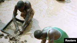 Illegal diamond miners search for diamonds
