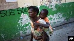 11月18日一名妇女把患上霍乱的男孩送进医院