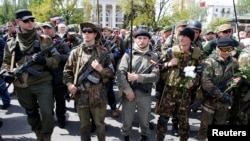 Pro-Russian rebels guard Victory Day celebrations in Donetsk, eastern Ukraine on May 9, 2014.