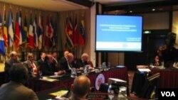En el acto inaugural de la reunión participaron el secretario general de la OEA, José Miguel Insulza, el canciller uruguayo Gonzalo Fernández, y el ministro del Interior, Jorge Bruni.