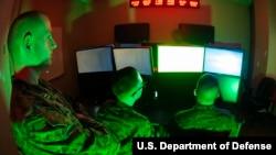 Các binh sĩ Thủy quân Lục chiến tham gia chiến dịch tấn công và phòng thủ theo lệnh của Bộ Tư lệnh đặc trách an ninh mạng của Hoa Kỳ (Ảnh tư liệu)