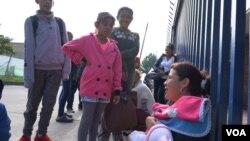 Zulay Sarmiento llegó hace dos años a Bogotá con dos hijos de 7 y 9 años y acaba de tener una bebé