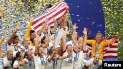 L'équipe américaine victorieuse à Lyon en France le 7 juillet 2019.