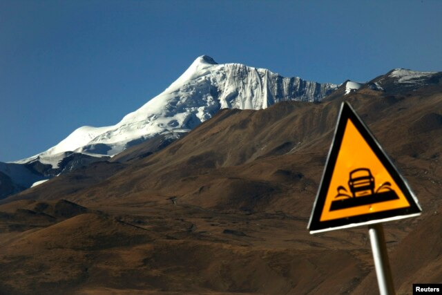 A road sign is seen in front of the Kharola glacier some 200 km (125 miles), west of Lhasa Tibet Autonomous Region, Nov. 25, 2009.