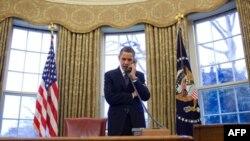 Rusya Cumhurbaşkanı Dimitri Medvedev'i telefonla arayan Başkan Obama