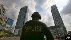 Endonezya'da polis bir eve düzenlediği operasyonla Zülkarneyn kod adlı Aris Sumarsono isimli teröristi yakaladı.