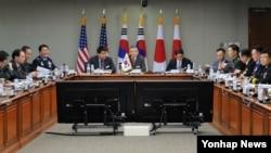 지난 2016년 12월 한국 국방부 청사에서 '제8차 미한일 안보회의(DTT)'가 열리고 있다.
