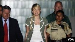 Hilton pagó una sentencia de tres semanas en prisión en 2007, luego de ser detenida por conducir agresivamente y bajo los efectos del alcohol en las calles de Hollywood.