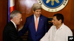 Philippine President Rodrigo Duterte, right, greets U.S. Ambassador to the Philippines Philip S. Goldberg, left, as Secretary of State John Kerry looks on during his visit at the Malacanang presidential palace in Manila, Philippines on Wednesday, July 27,