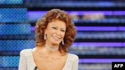 """Sofia Loren, fituese e """"Çmimit Perandorak"""" në Japoni"""